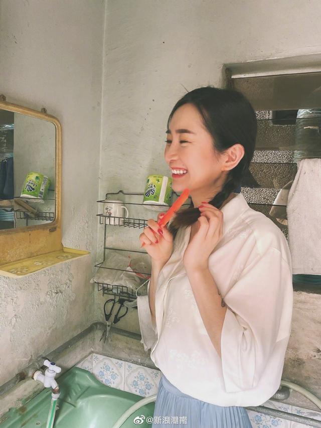 湖南90后美女摄影师cos李焕英