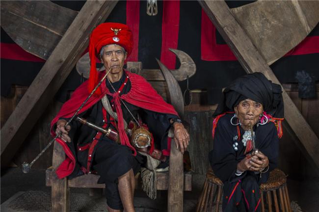 """摄影新鲜事:摄影师为五十六个民族拍""""全家福"""""""