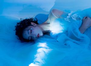 最新影楼资讯新闻-用***常见的小道具,拍出***具梦幻感的蓝色情绪写真!