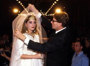 半个世纪前设计的婚纱还能冲动你吗?