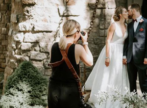 最新影楼资讯新闻-新郎不让婚礼摄影师吃饭,她删光所有照片直接走人,网友为此吵翻!