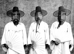 """最新影楼资讯新闻-韩国摄影家具本昌的个展""""徘徊久"""",""""捕捉那不可见的,是我摄影的欢愉"""""""