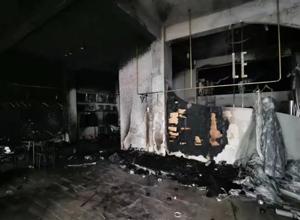 突发!阳江市区一婚纱店溘然冒烟起火!现场烧得一